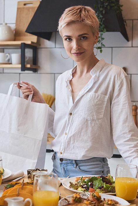Едим дома: доставка от любимых ресторанов