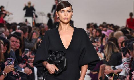 В черном-черном доме: в Париже прошел показ коллекции Valentino зима 2020/2021