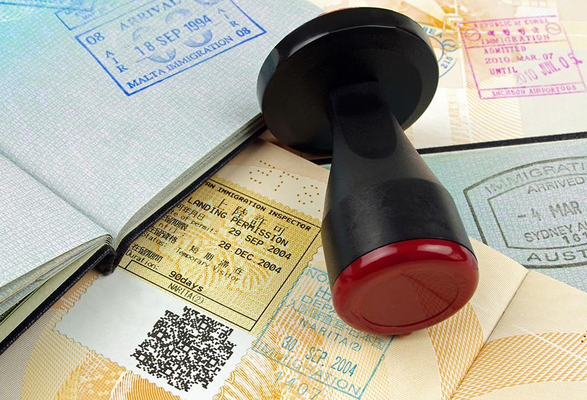 Какие консульства принимают документы на визу сейчас и какие откроются первыми?