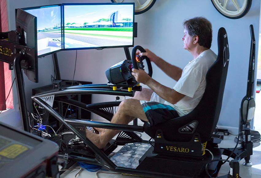 Авто с Яном Коомансом: гонки во время коронавирусной чумы (вам понадобится компьютер)