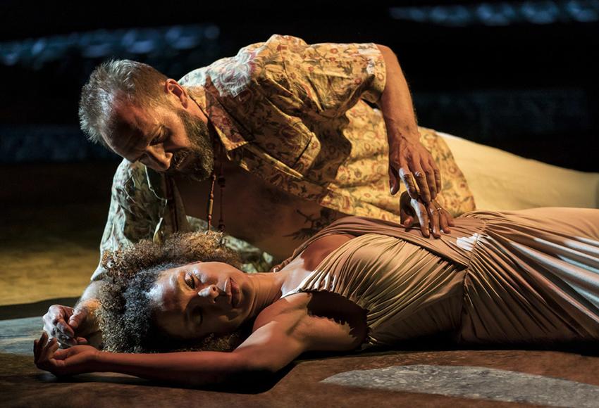 Королевский Национальный театр покажет онлайн-спектакли с Камбербэтчем и Файнсом