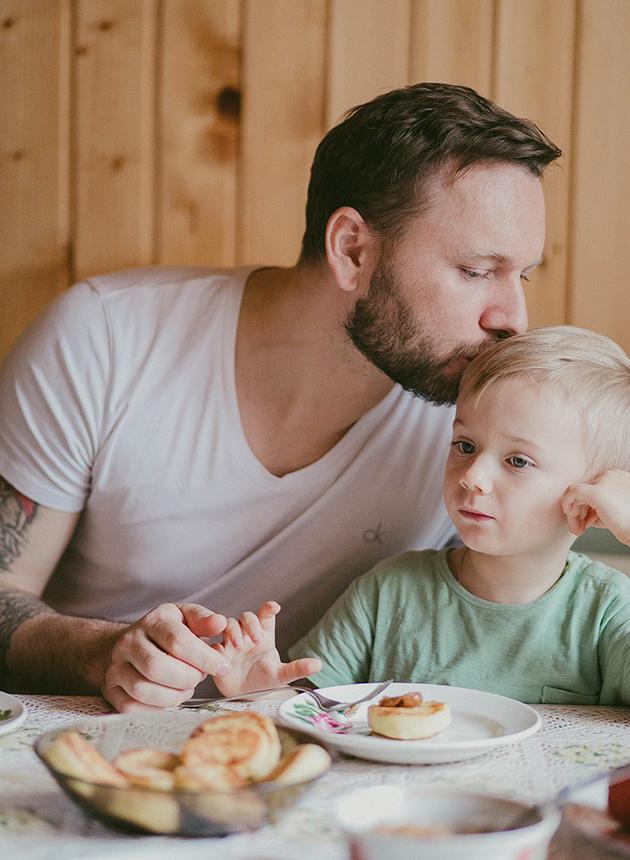 Шеф-повар ресторана «Белуга» Антон Ковальков с сыном Тимофеем