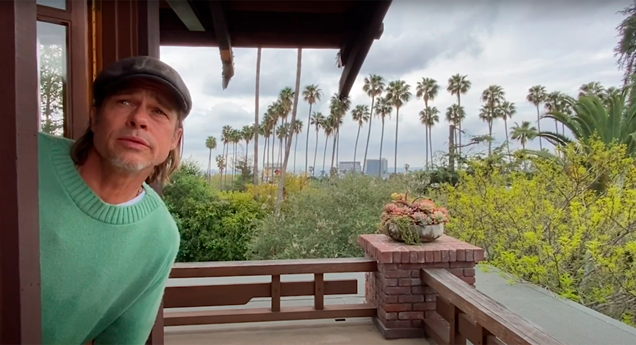 Брэд Питт заглянул в «Шоу хороших новостей» Джона Красински