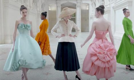 Вышел документальный фильм о выставке Christian Dior: Designer of Dreams в Париже