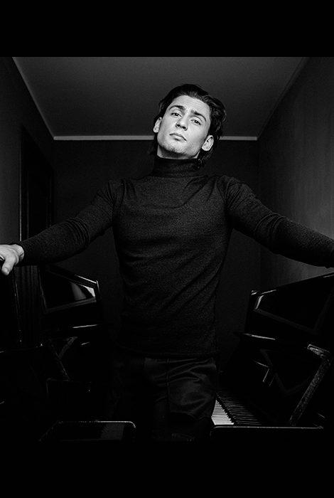 #Международный день танца. «Творчество у артиста отобрать нельзя»: интервью с Иваном Васильевым, премьером Михайловского театра