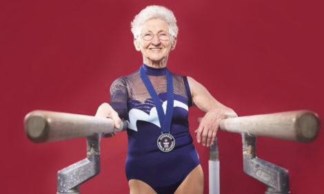 Видео дня: вдохновляющий «фитнес» от 94-летней гимнастки Йоханны Кваас
