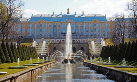 В парках Петергофа объявили о готовности к сезону и запустили фонтаны
