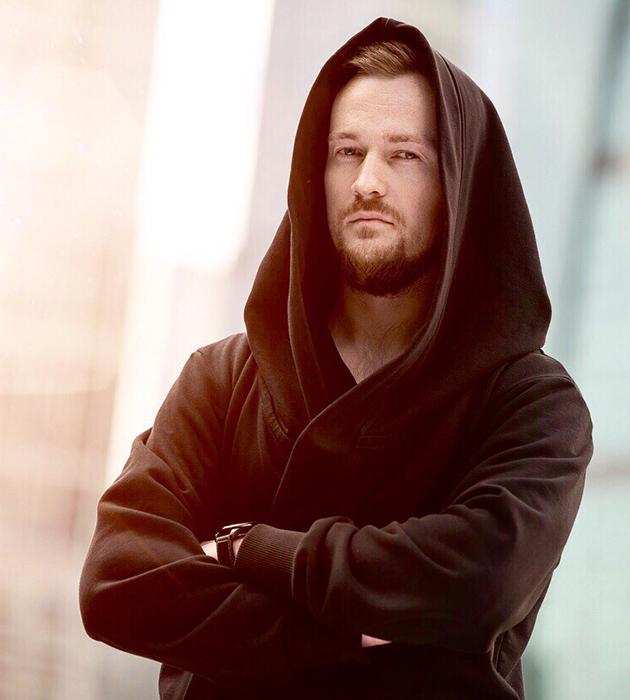 Михаил Новиков, директор по маркетингу Overton.ru — эксклюзивного дистрибьютора аудиотехники класса Hi-Fi и High End, а также со-основателем проекта «Академия Винила» и блога «Виниловый Бум»