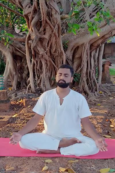 #PostaЭксперты: пранаяма для снятия стресса с учителем йоги Чанданом Пандханом