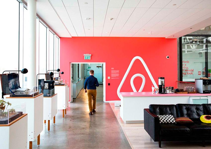 Airbnb затягивает пояса