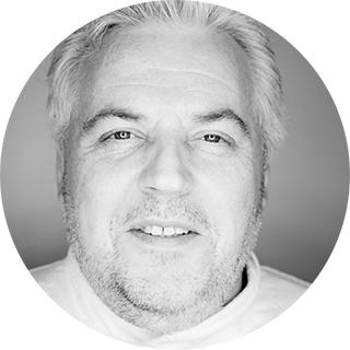 Эрик Шторм — бизнесмен и предприниматель, создатель компаний Elias Food Arte (Дубай), Agape SGR-8 (Бельгия). В настоящее время находится в Бельгии.