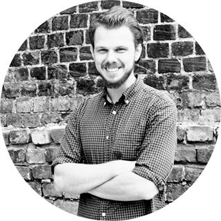 Тарас Ковальчук — гастрономический журналист, лучший ресторанный обозреватель 2015 года по версии Where to Eat St.-Petersburg, эксперт. В настоящее время живет и работает в Варшаве.
