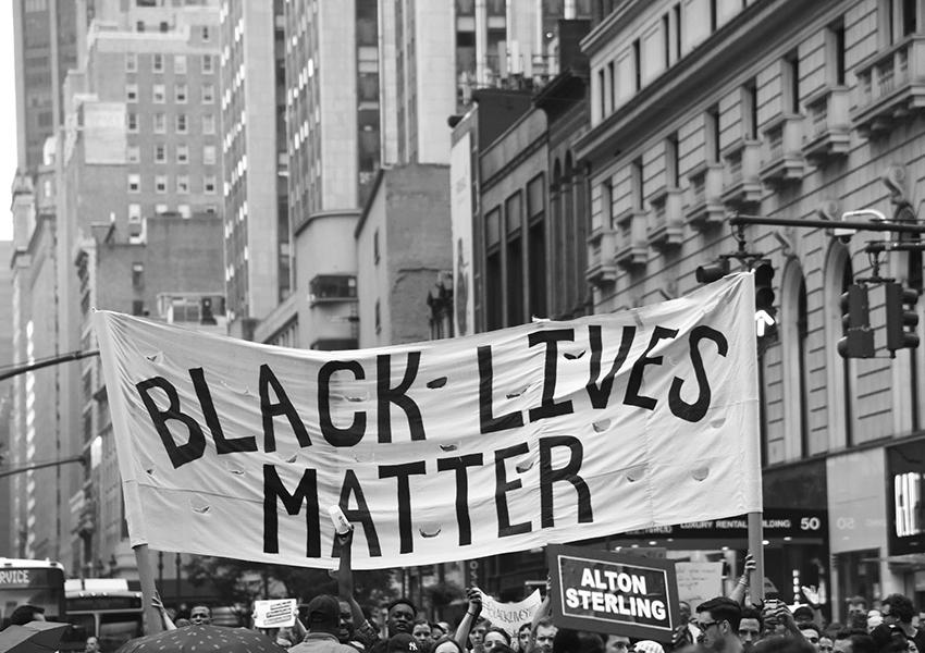 Общество: чернокожий участник