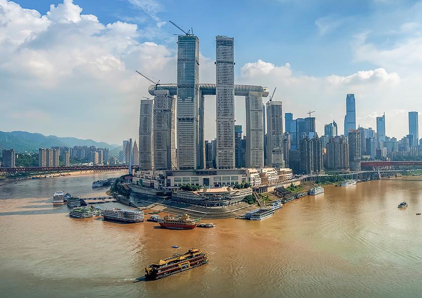 В Китае открылся горизонтальный небоскреб на высоте 250 метров