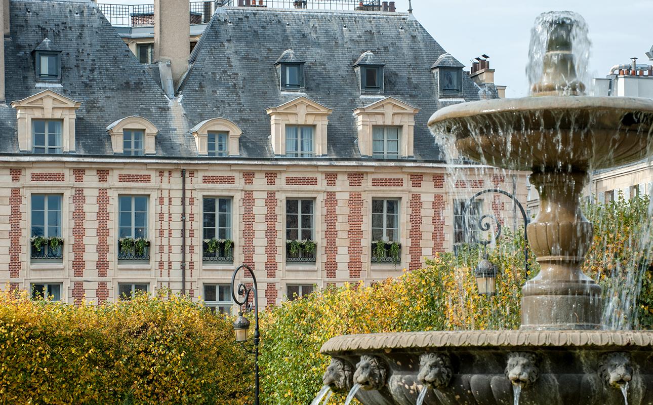 Cour des Vosges в Париже