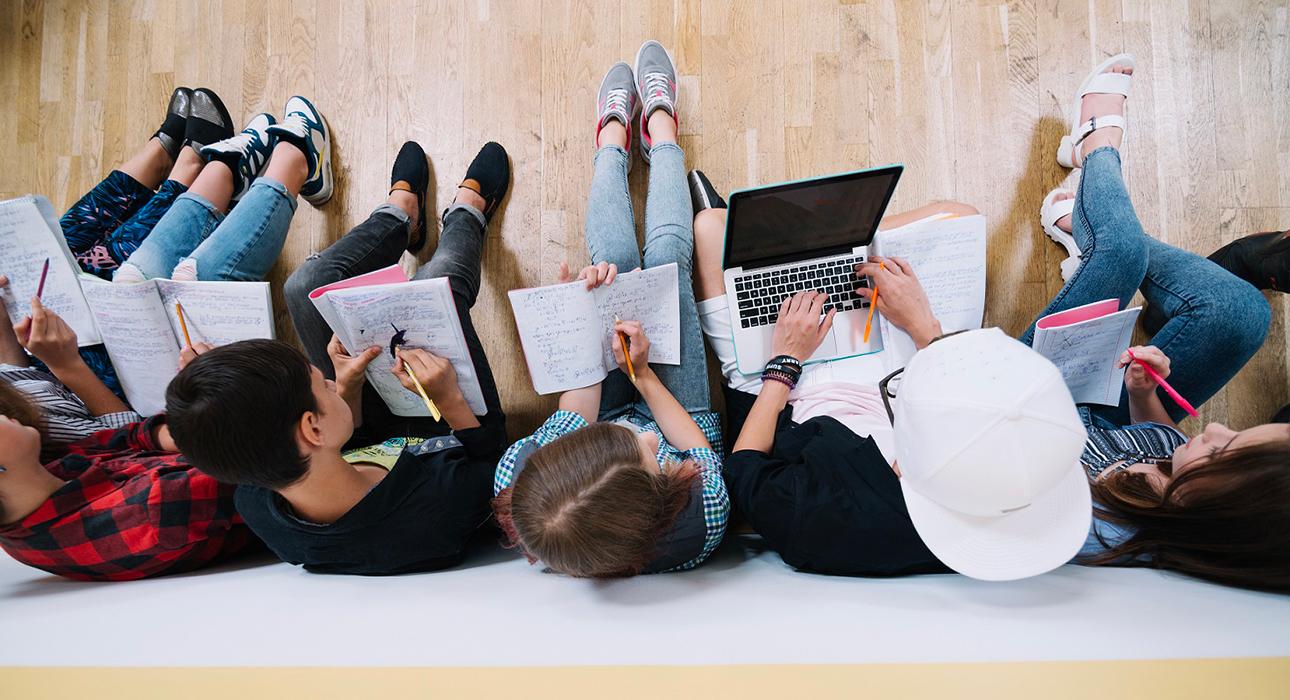 Постоянный стресс и меньше счастья в будущем: исследование Deloitte выявило главные тревоги миллениалов в России