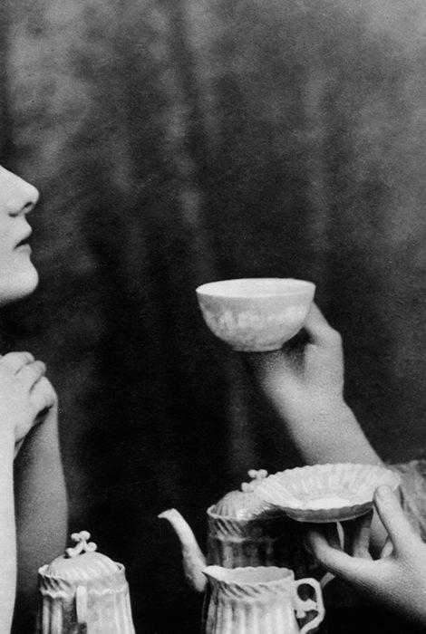 Почему женщины пьют чаще мужчин?