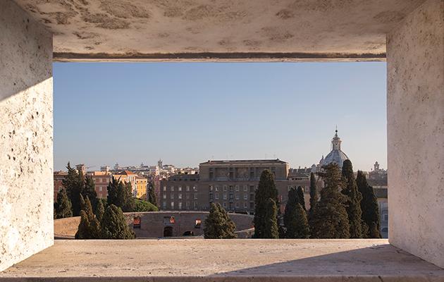 В честь подписания соглашения об открытия отеля в центре Рима в 2022 году Дом Bvlgari и представил колье «Итальянское гостеприимство»