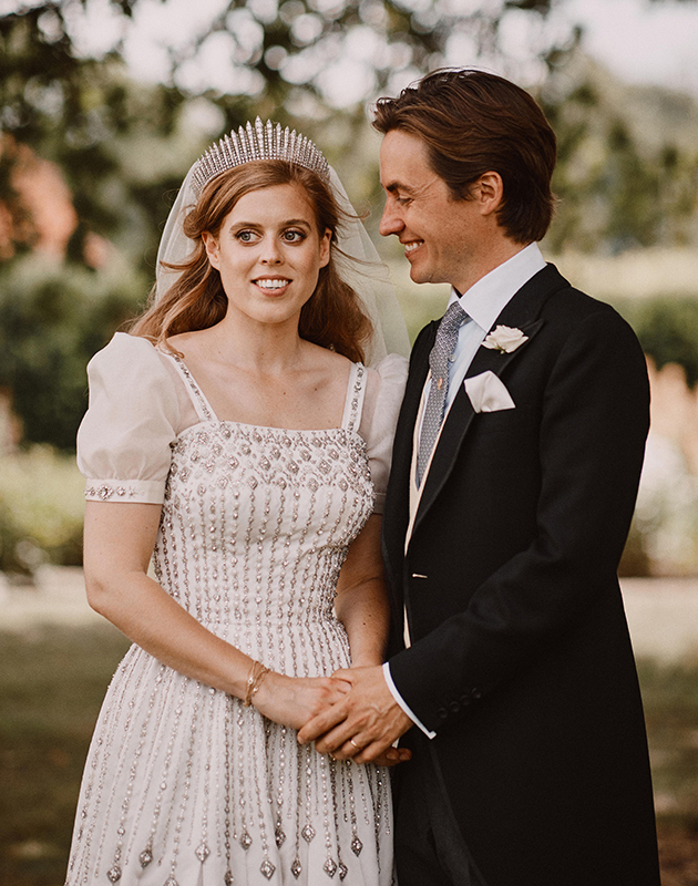 Внучка Елизаветы II принцесса Беатрис вышла замуж в платье бабушки