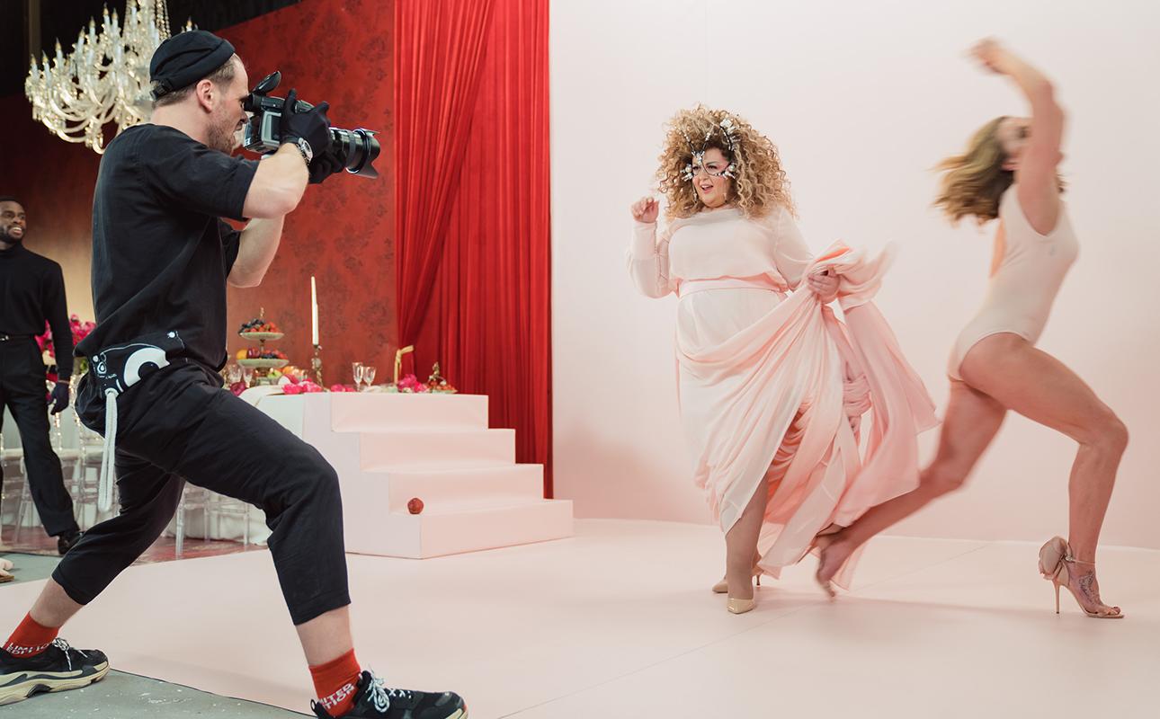 Наталья Давыдова снялась в клипе Сергея Шнура «Фотосессия» — для возрожденной группировки «Ленинград»