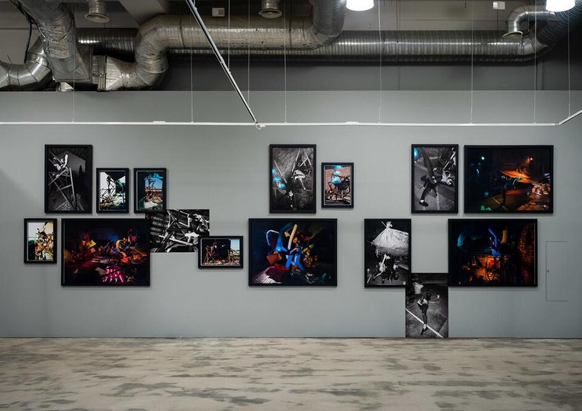 — во-вторых, что еще важнее, поддержала художников, которым, в связи с закрытием выставок, ярмарок и коммерческих галерей, пришлось непросто.