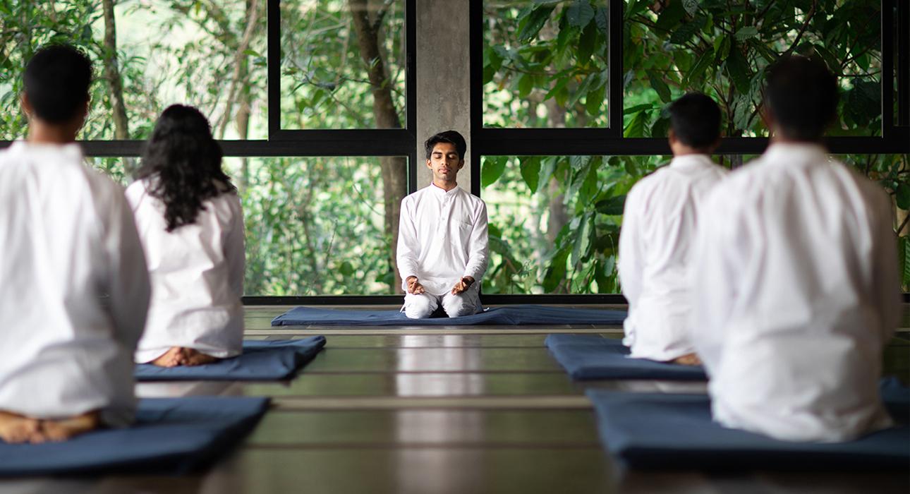 #PostaЭксперты: доктор Сиджит Сридхар, главный врач Prakriti Shakti, о том, как снизить вес с помощью йоги