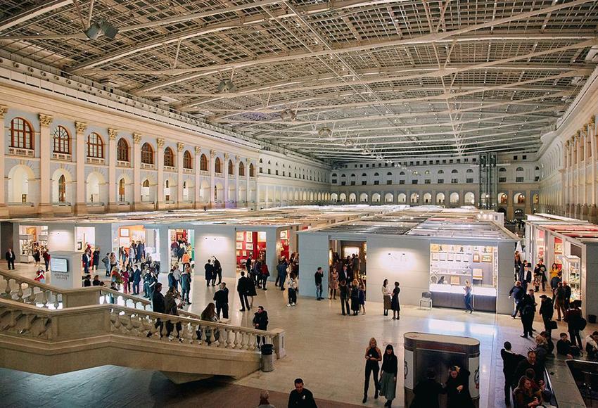 На выставке будут представлены как молодые начинающие дизайнеры и ювелиры, так и ювелирные бренды с многолетней историей.