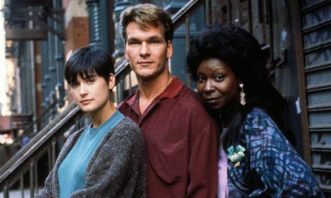 Ровно 30 лет назад состоялась премьера фильма «Привидение» с Патриком Суэйзи и Деми Мур