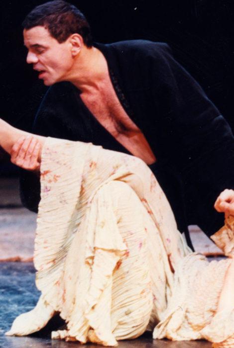 #ЧтоСмотретьОнлайн. «Сатирикон» покажет легендарный спектакль Роберта Стуруа «Гамлет» с Константином Райкиным