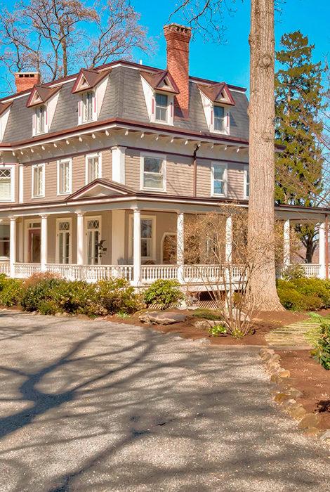 Дом из фильма «Мачеха» выставлен на продажу за 3,5 миллиона долларов