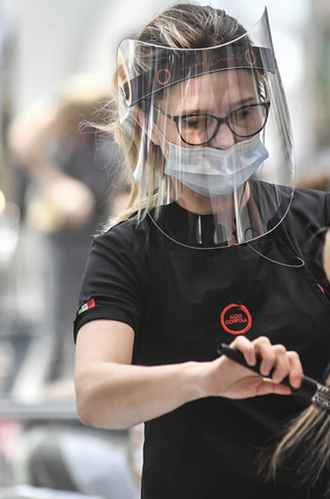 Американские стилисты с коронавирусом случайно доказали эффективность масок