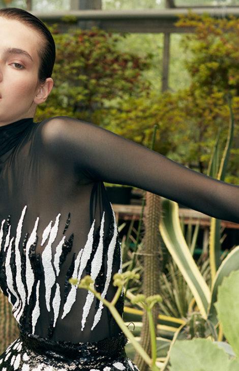 Черные пантеры и россыпь бисера: лукбук коллекции Yanina Couture осень-зима 2020-2021
