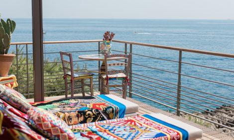Travel News: в Grand-Hôtel du Cap-Ferrat появилась новая пляжная лаунж-зона от Dolce & Gabbana