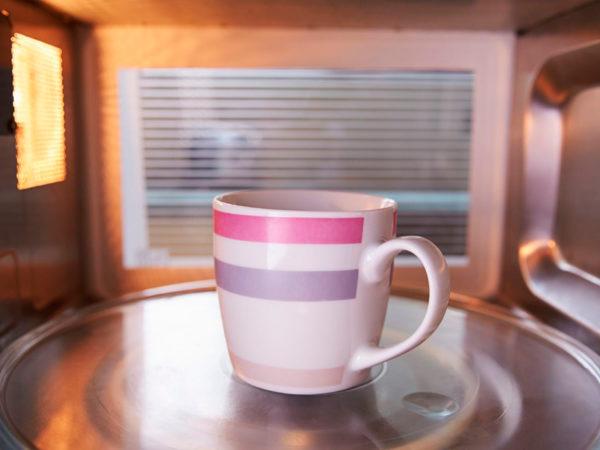 #PostaНаука: как вскипятить воду в микроволновке, чтобы заварить вкусный чай