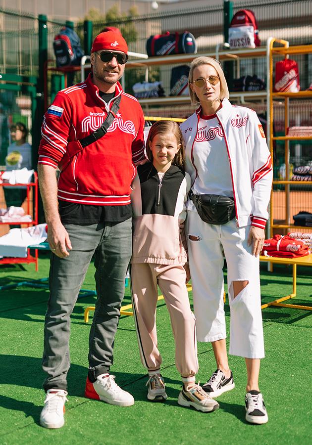 Роман Костамаров и Оксана Домнина с дочерью
