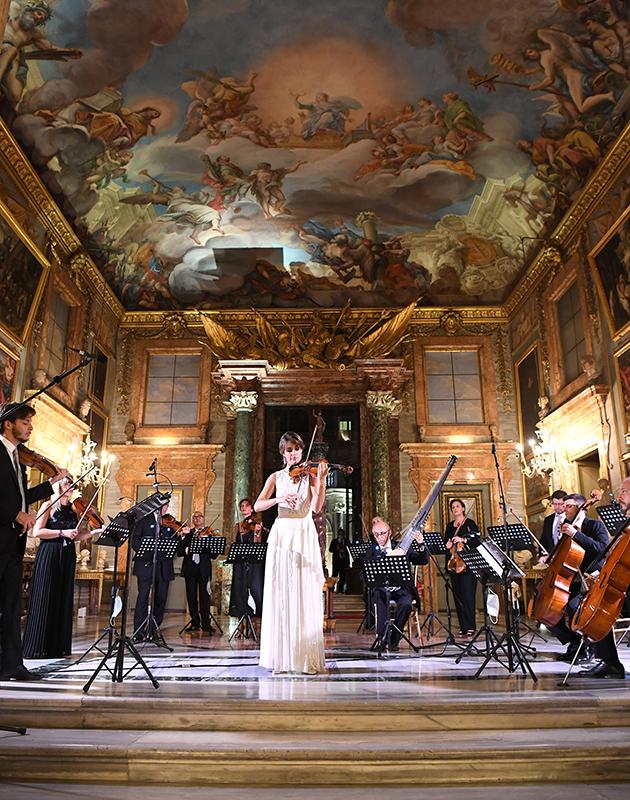 Наоми Кэмпбелл, Тина Кунаки и Поппи Делевинь на презентации новинок ювелирной коллекции Barocko Bvlgari в Риме