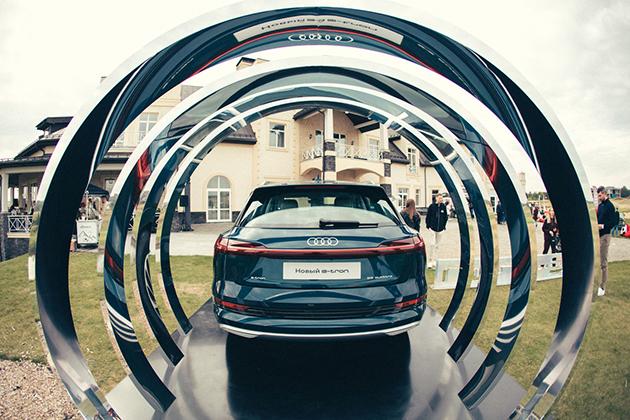 Audi e-tron weekend 2020: презентация нового полностью электрического SUV и турнир по гольфу