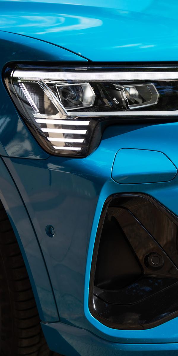 Авто с Яном Коомансом: тест-драйв Audi e-tron