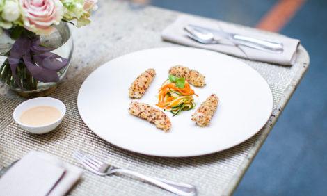 Питер Weekly: рестораны Гранд Отеля Европа вновь открылись — с новым меню, обновленным интерьером и элегантными манекенами за столиками