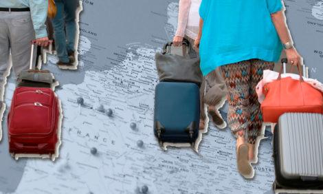 PostaОбщество: каждый шестой россиянин думает об эмиграции