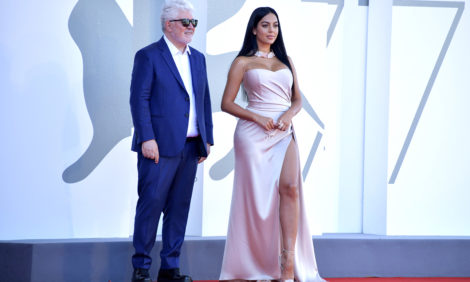 Фото дня: Джорджина Родригес — на кинофестивале в Венеции