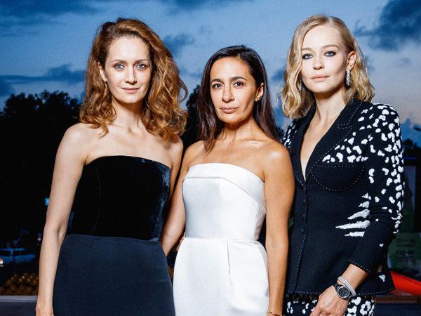 «Кинотавр-2020»: победители фестиваля и лучшие модные образы с церемонии закрытия