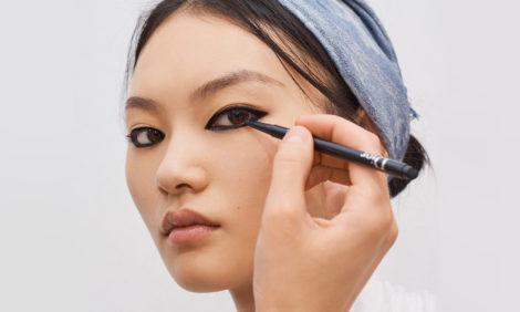 Красота в деталях: макияж на показе Dior весна-лето 2021