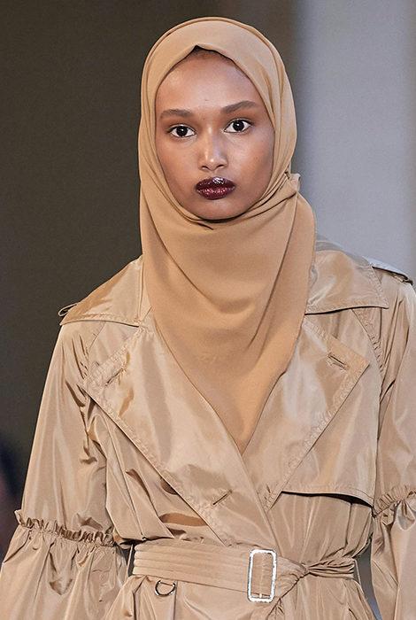 Сумки на шнурке и хиджабы: коллекция Max Mara весна-лето 2021 на Миланской неделе моды