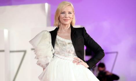 Кейт Бланшетт наКинофестивале вВенеции: брючные образы и«старое» платье