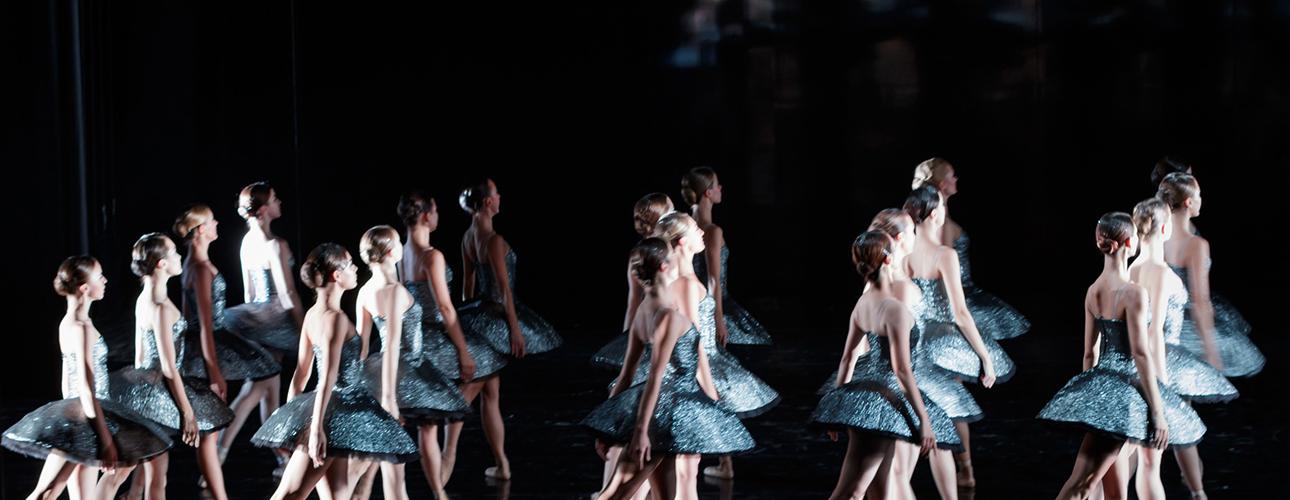 Культурная афиша с Владой Литвиновой: главные концерты и театральные премьеры октября