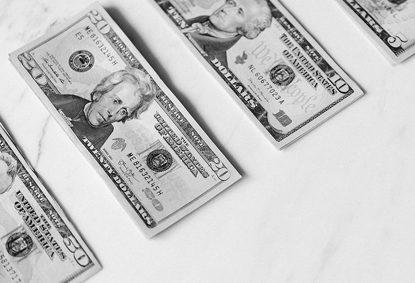 «Умерьте свои аппетиты»: финансовый и инвестиционный эксперт Артем Андреев — о том, как управлять своим бюджетом в пандемию