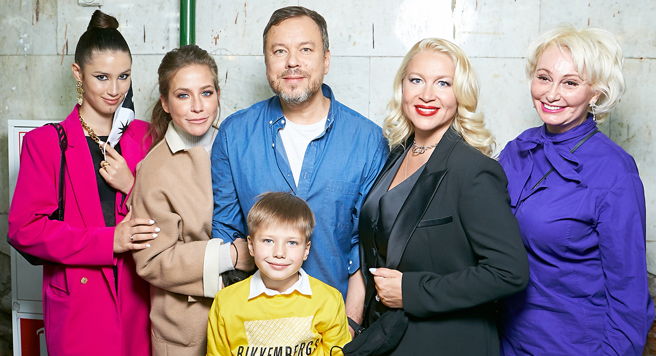 Дина Немцова, Юлия Барановская с сыном, Игорь Чапурин, Екатерина Одинцова и Татьяна Шахнес (LG Russia)