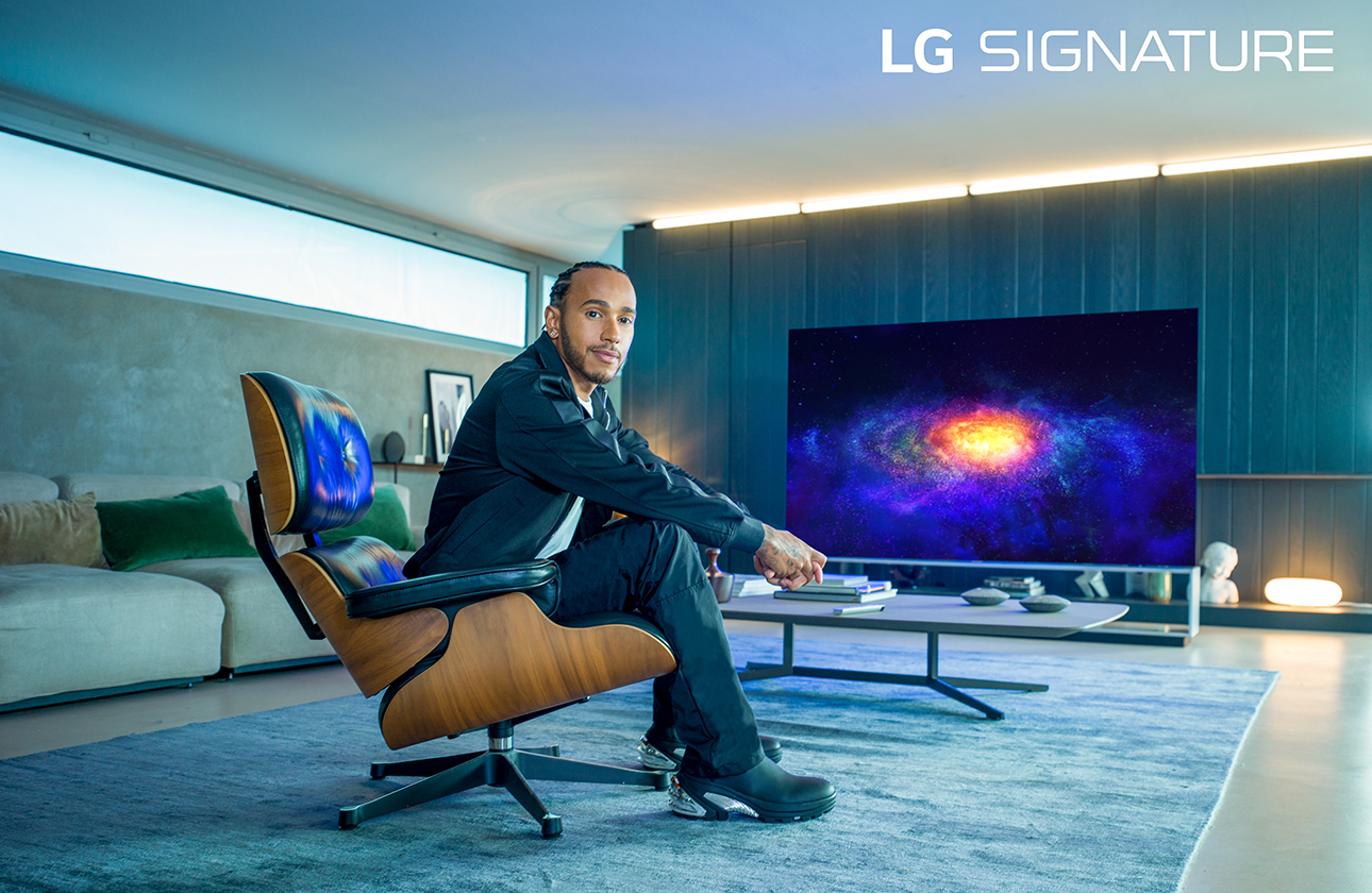 Шестикратный чемпион «Формулы-1», пилот «Мерседеса» Льюис Хэмилтон стал послом бренда LG Signature