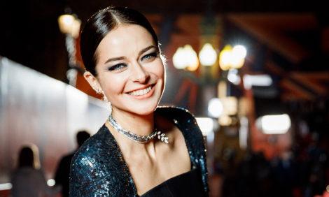 Фотоувеличение: Марина <nobr>Александрова —</nobr> <nobr>в украшениях</nobr> <nobr>Tiffany & Co.</nobr> на закрытии ММКФ-2020